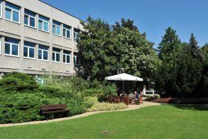 Instytut PIAP, patio między budynkami 3 i 4 (fot. J. Frontczak)