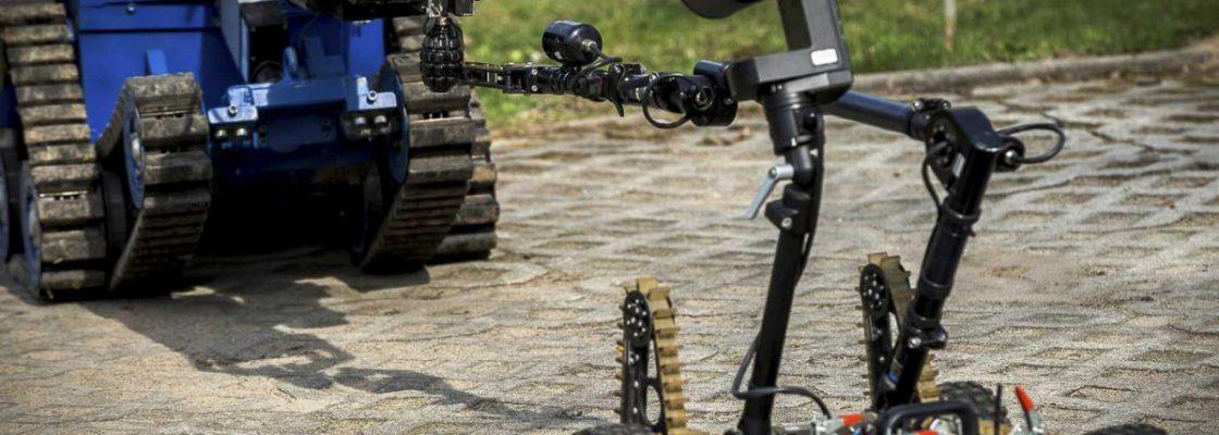 Współpraca robota PIAP Gryf z robotem Inspector (fot. PIAP)