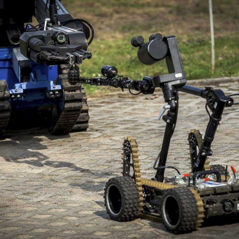 Współpraca robota PIAP Gryf z robotem Inspector