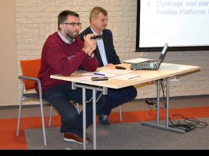 Jan Staniłko, zastępca dyrektora Departamentu Innowacji MR oraz Krzysztof Zaręba, naczelnik Wydziału Polityki Przemysłowej MR (fot. PIAP)