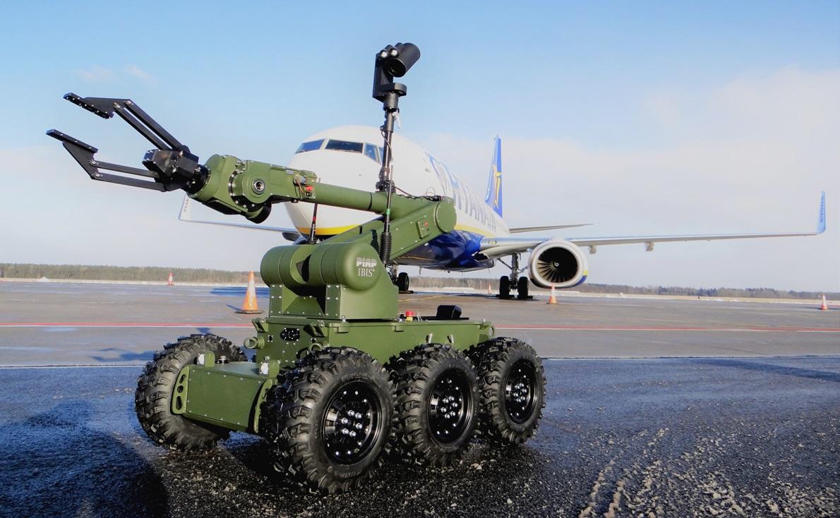Robot-IBIS-na-pasie-startowym-na-lotnisku